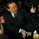 thumbs berlusconi se fait agresser 005 Berlusconi se fait agresser (10 photos)