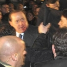 thumbs berlusconi se fait agresser 006 Berlusconi se fait agresser (10 photos)