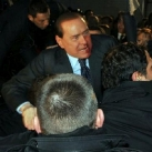 thumbs berlusconi se fait agresser 007 Berlusconi se fait agresser (10 photos)
