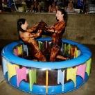 thumbs de la lutte dans du chocolat 002 De la lutte féminine dans du chocolat (9 photos)