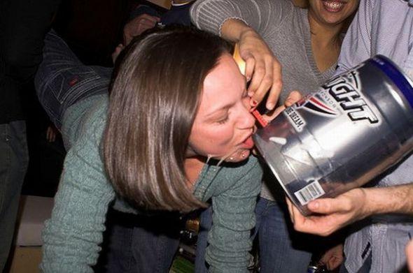 femme rituel biere 001 Les filles et le rituel populaire de la bière (101 photos)