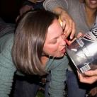 thumbs femme rituel biere 001 Les filles et le rituel populaire de la bière (101 photos)