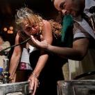 thumbs femme rituel biere 006 Les filles et le rituel populaire de la bière (101 photos)