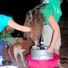 thumbs femme rituel biere 009 Les filles et le rituel populaire de la bière (101 photos)
