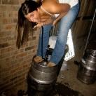 thumbs femme rituel biere 010 Les filles et le rituel populaire de la bière (101 photos)
