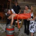 thumbs femme rituel biere 024 Les filles et le rituel populaire de la bière (101 photos)