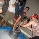 thumbs femme rituel biere 039 Les filles et le rituel populaire de la bière (101 photos)