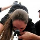 thumbs femme rituel biere 046 Les filles et le rituel populaire de la bière (101 photos)