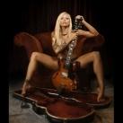 thumbs filles et instruments de musique 39 Des filles sexy avec des instruments de musique (47 photos)