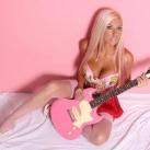 thumbs filles et instruments de musique 46 Des filles sexy avec des instruments de musique (47 photos)