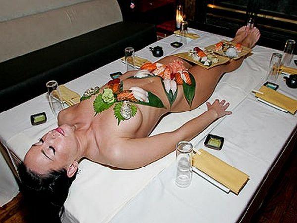 Femme Nu Insolite image insolite du net » blog archive » manger sur le corps d'une