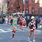 thumbs la course des peres noel en maillot de bain a boston 003 La course des Pères Noël en maillot de bain à Boston (19 photos)