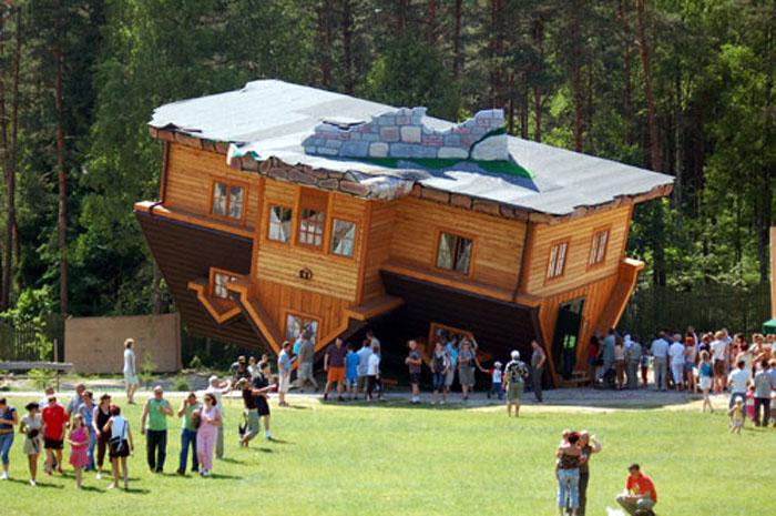 une maison a l envers 001 Une maison à lenvers, du sol au plafond ! (4 photos)