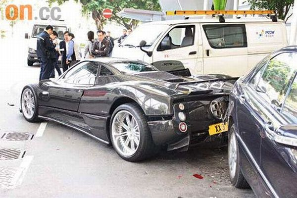 zonda roadster f accidente 000 Supercars de 1.460.000€ accidenté... (6 photos)